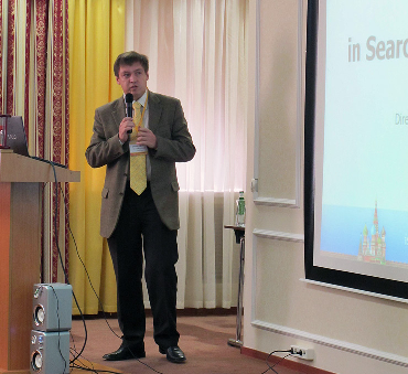 Dmitry Ushakov giving his speech at plenary session of isicad-2010/COFES-Russia forum